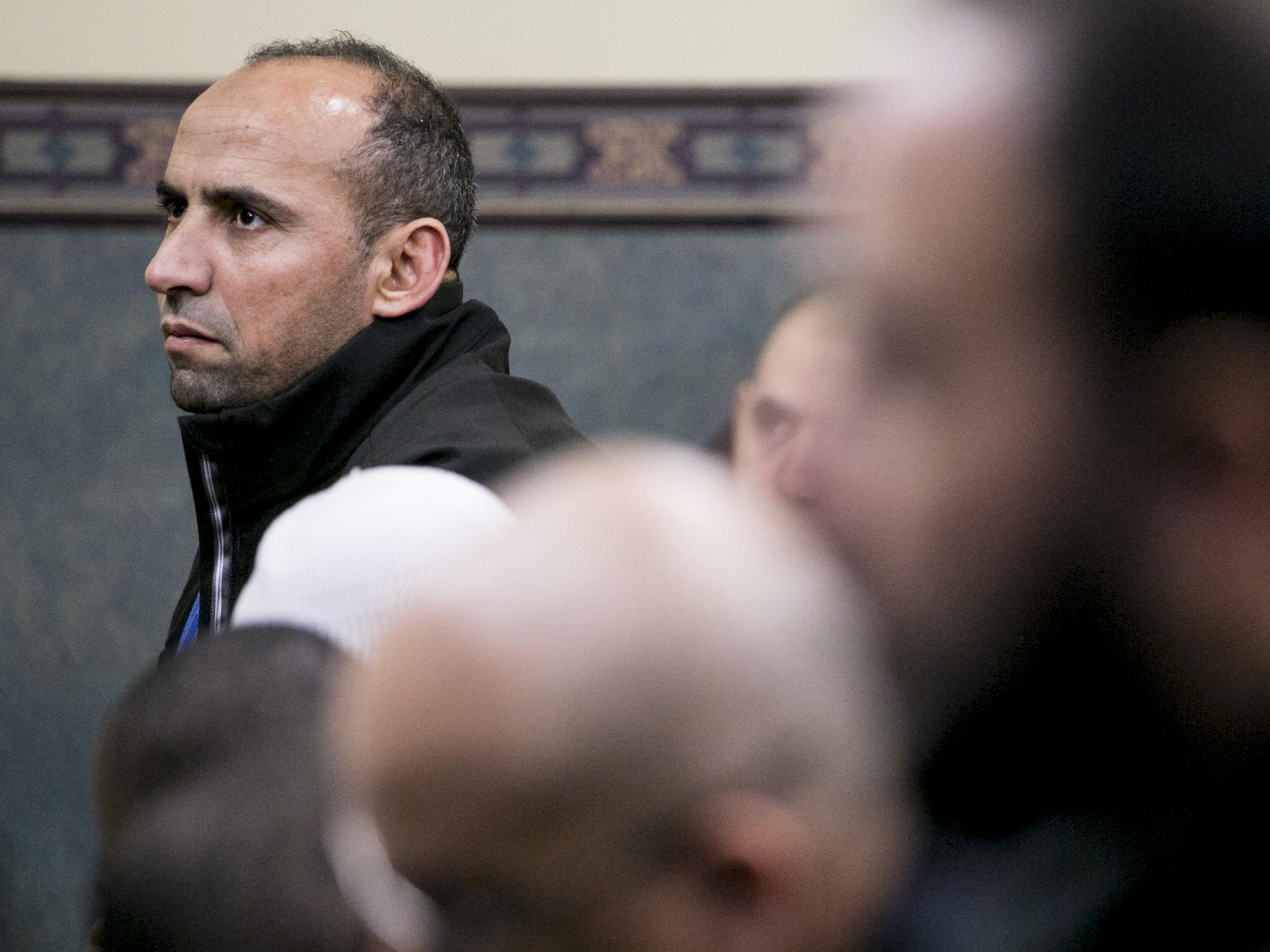 Même s'il a des réflexes de protection dans les lieux publics depuis l'attentat, Saïd Akjour retourne prier.