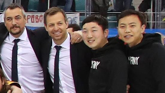 Kim et Kim, les deux bénévoles d'origine sud-coréenne qui ont accompagné l'équipe allemande de hockey masculin tout au long des Jeux olympiques de Pyeongchang