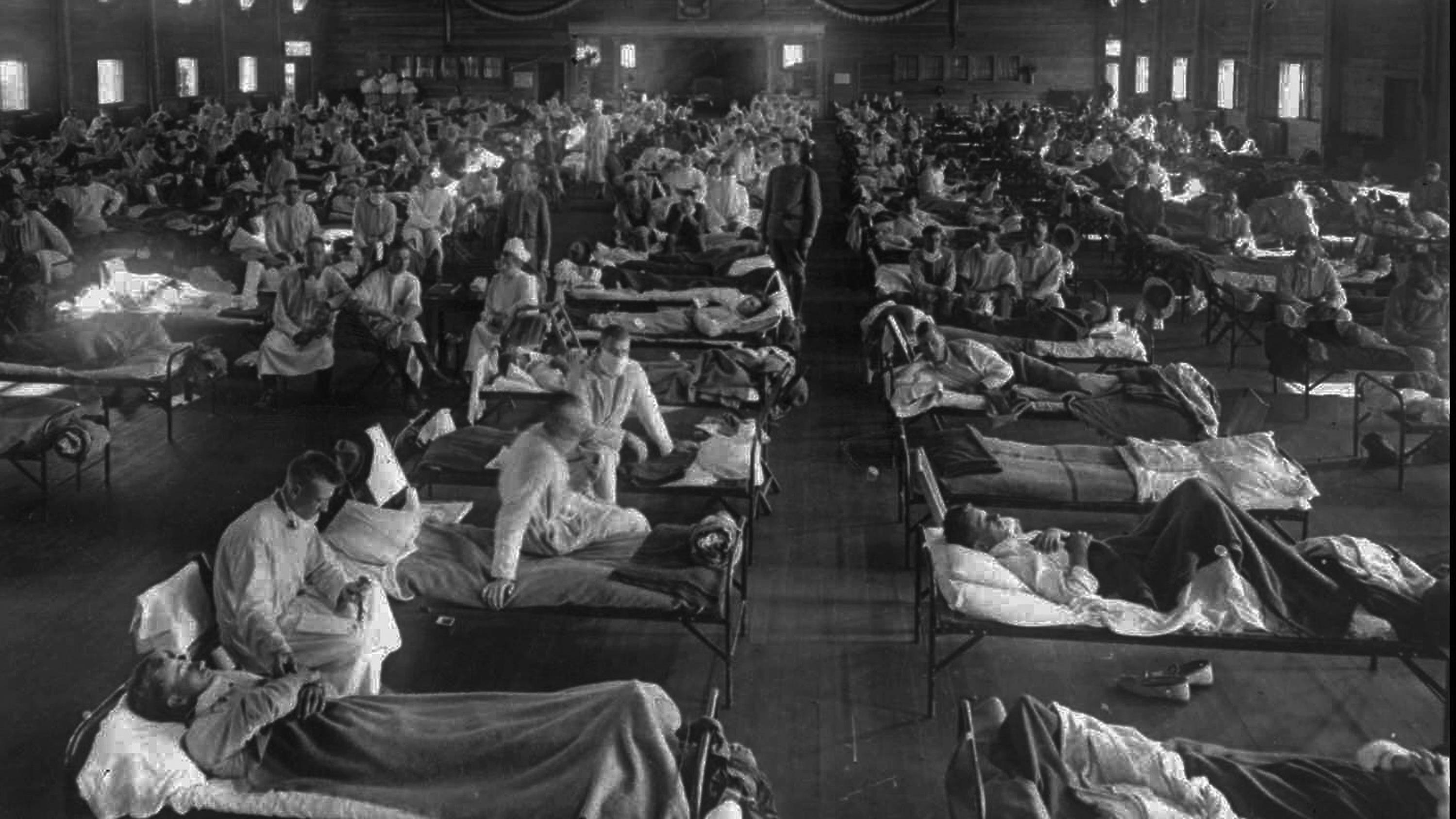 Un hôpital américain débordé en 1918 par l'épidémie de la grippe espagnole qui a fait 30 millions de morts partout sur la planète. Photo : Associated Press (archives)