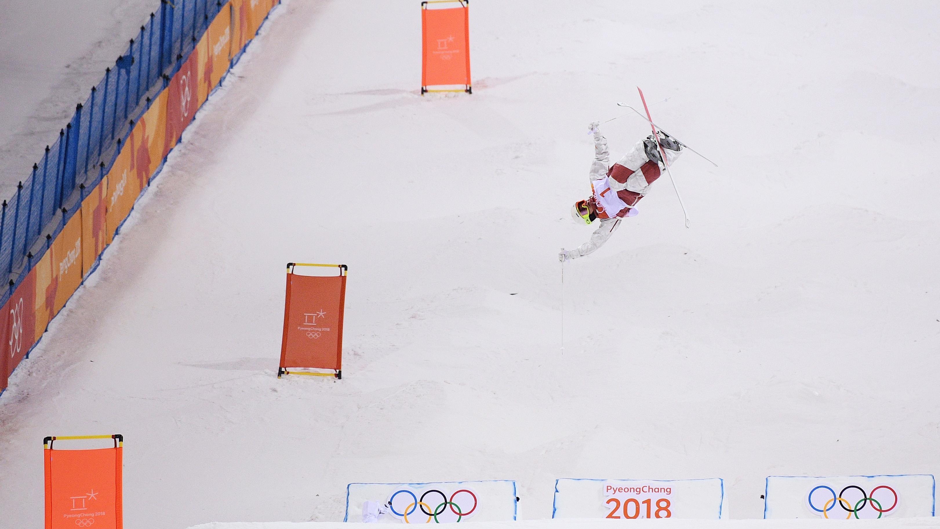 Mikaël Kingsbury en pleine descente aux Jeux olympiques de 2018