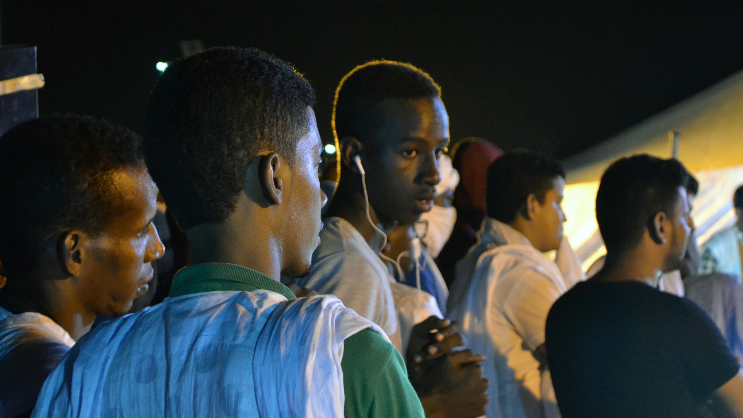 La population mauritanienne est jeune; 40 % des habitants ont moins de 15 ans.