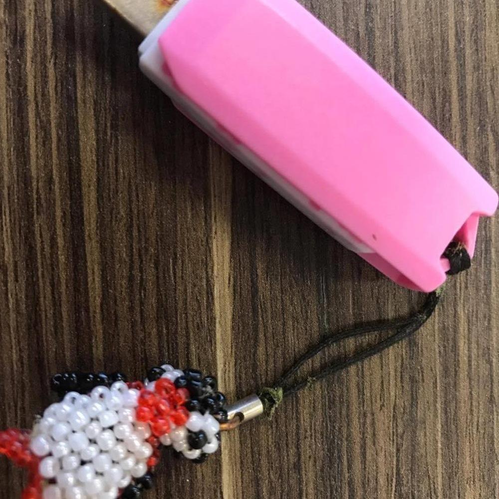 La petite décoration accrochée à la clé USB