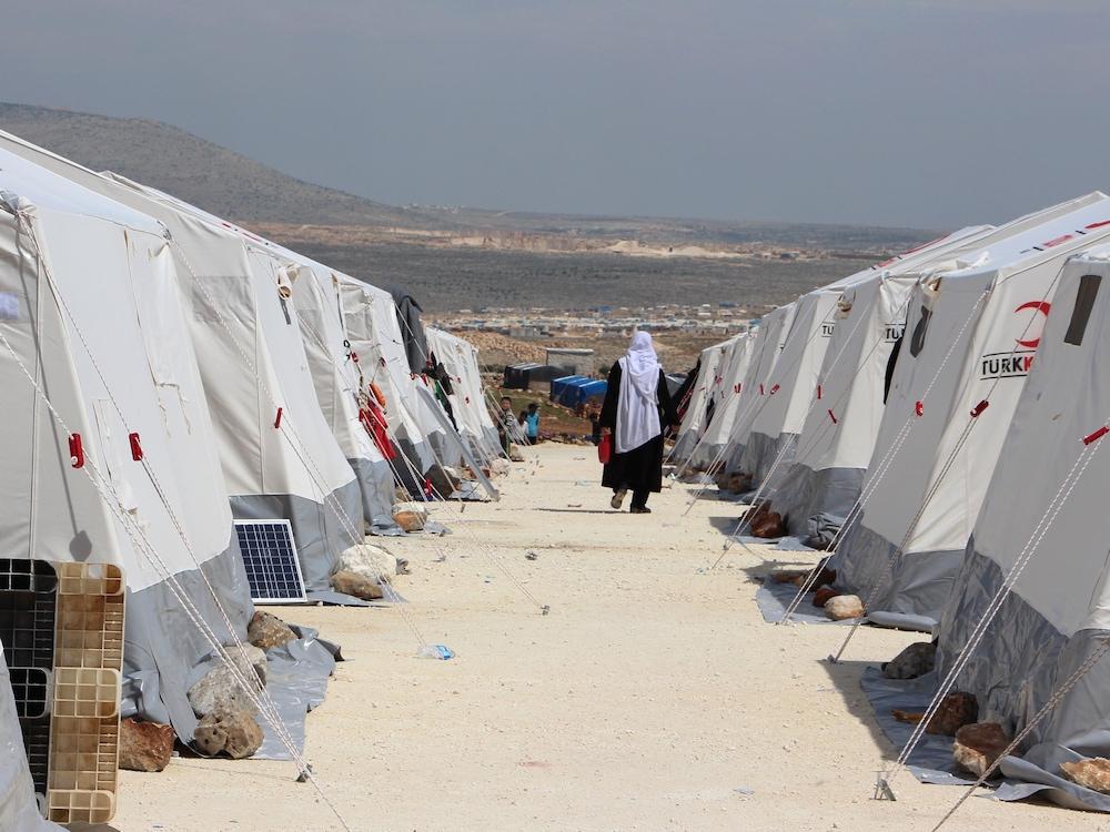 En 2018, on dénombre plus de 3,9 millions de réfugiés en Turquie; environ 230 000 d'entre eux sont hébergés dans des campements gérés par le gouvernement turc.