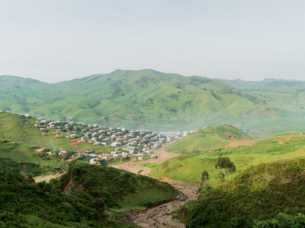 Un village dans les montagnes de la RDC.
