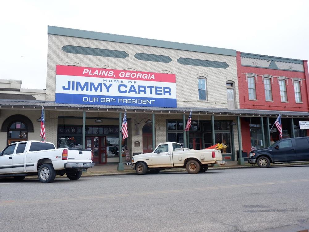 Commerces sur la rue principale de Plains.