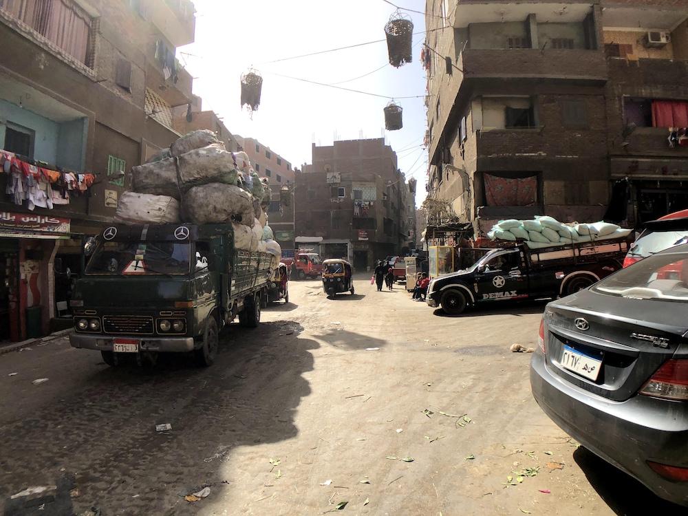 Un carrefour de Manshiyat Nasser très achalandé.