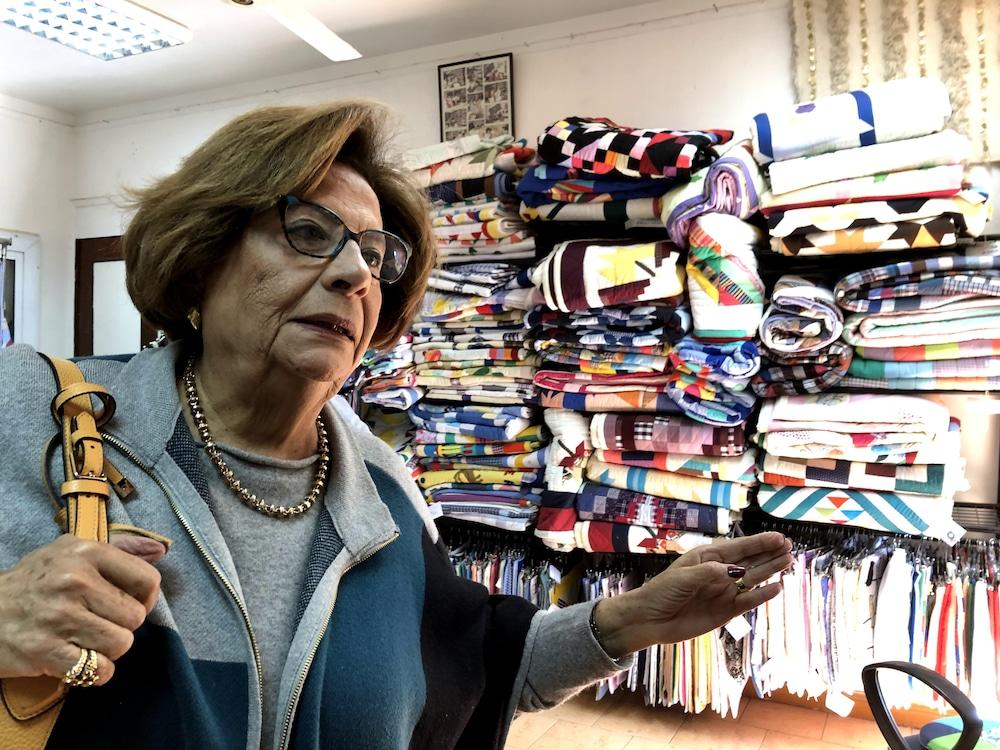 Suzie Greiss explique que les femmes travaillent très durement dans Manshiyat Nasser.