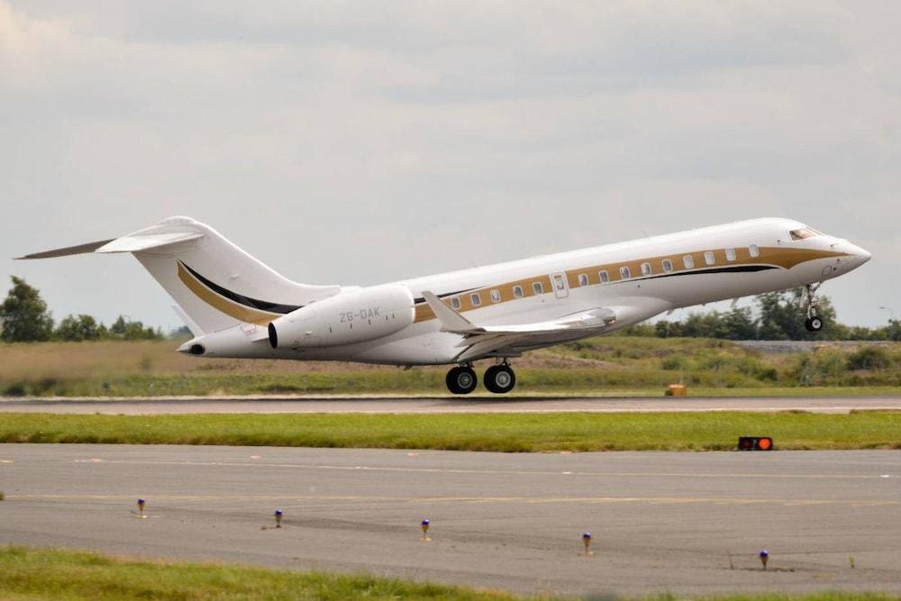 Le jet privé des Gupta au décollage