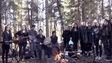 Une photo des élèves de la 10e année de La Ronge en Saskatchewan ont repris une chanson de la formation The Tragically Hip.