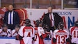 L'entraîneur-chef du Drakkar, Martin Bernard, s'adresse à ses joueurs.
