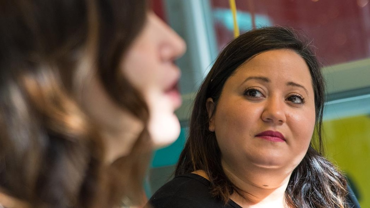 La chroniqueuse Manal Drissi et l'autrice Geneviève Pettersen.