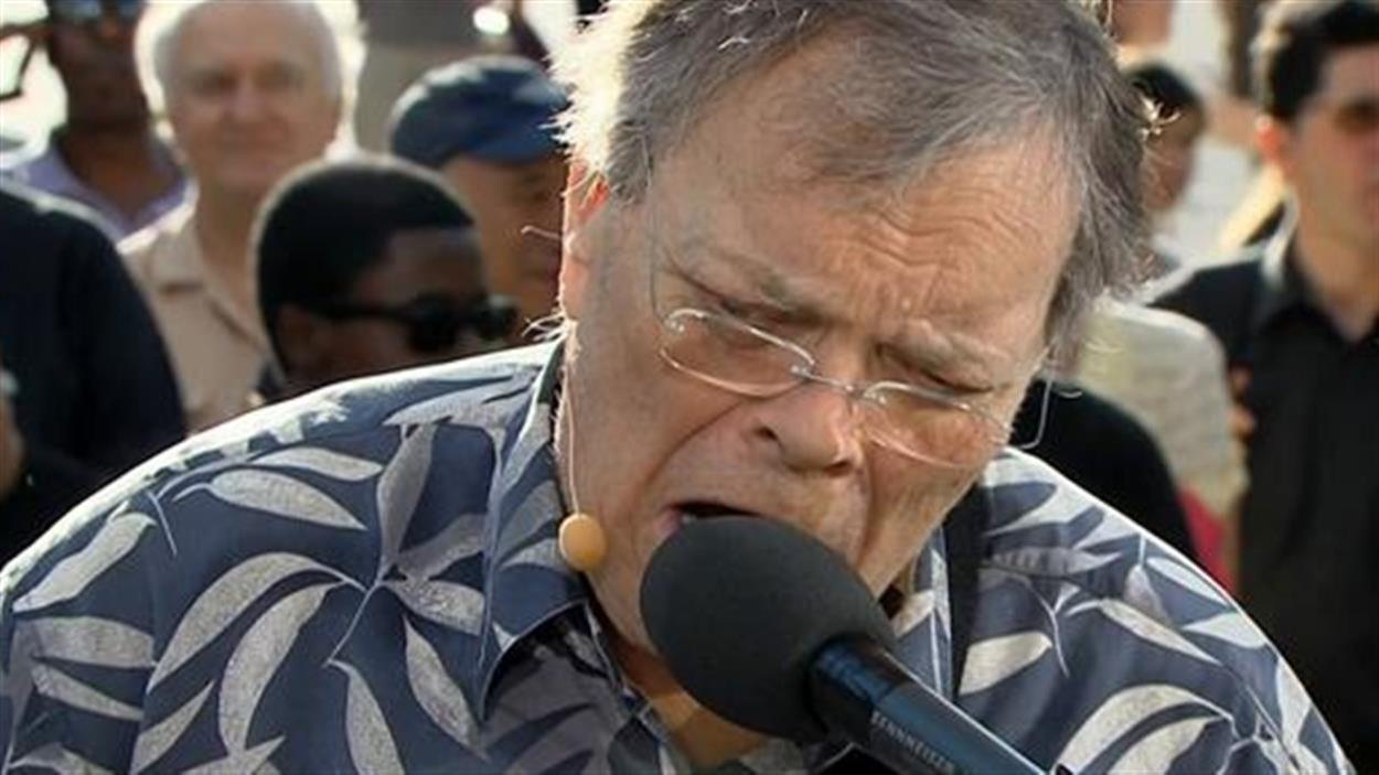 Bob Walsh performe au Téléjournal 18h.