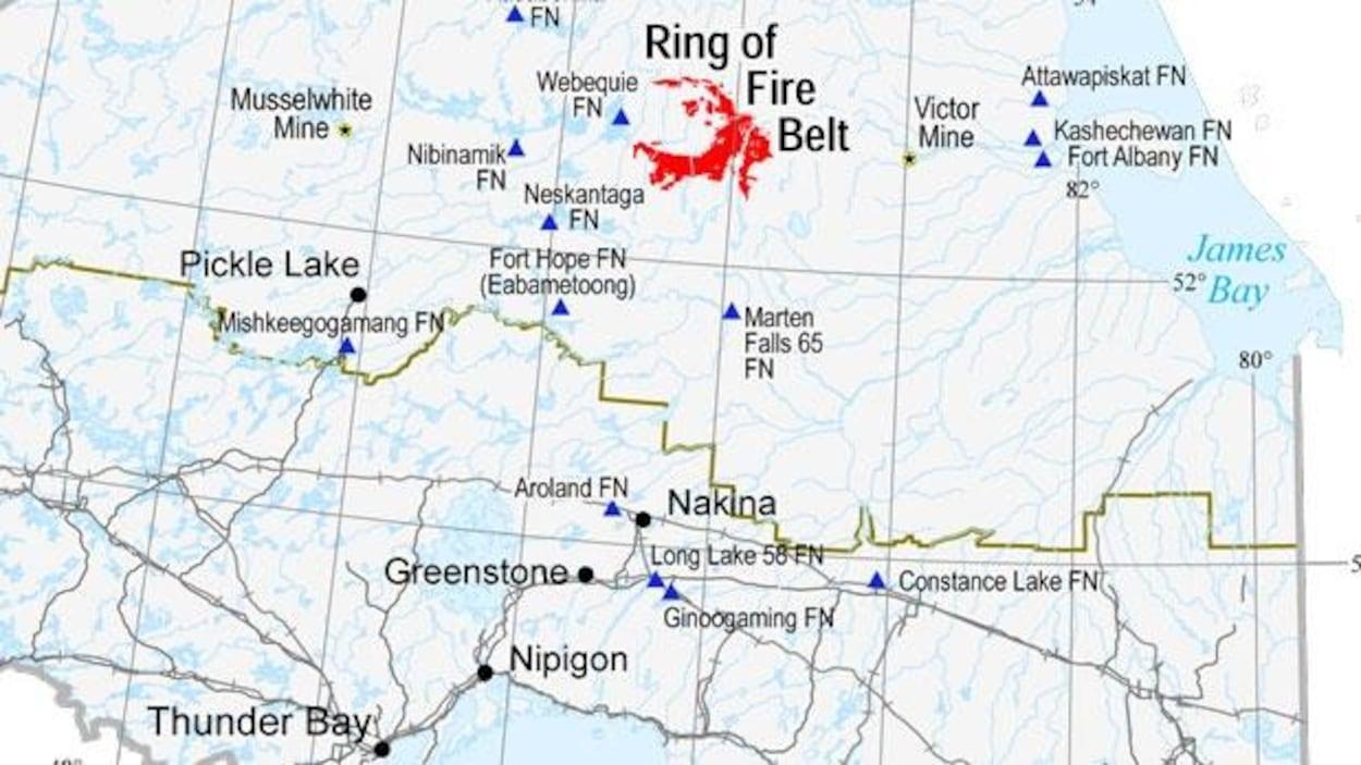 Carte de l'Ontario avec le Cercle de feu. Le Cercle de feu est situé à environ 540 km au nord de Thunder Bay et à environ 240 km à l'ouest de la baie James.