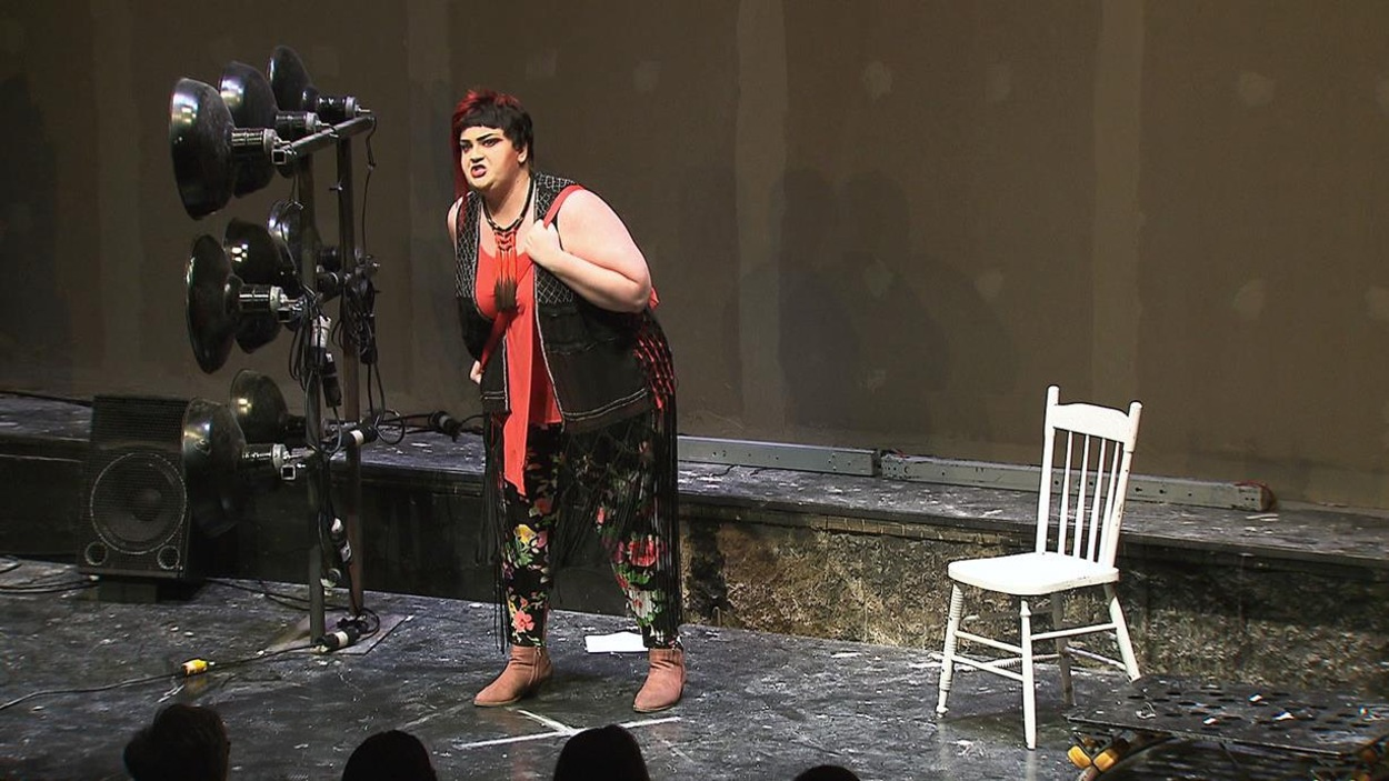 Debbie Lynch-White dans la pièce «J'accuse»