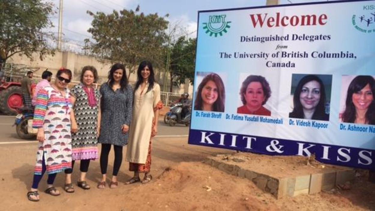 Farah Shroff (à gauche) et ses collègues canadiennes, à Odisha