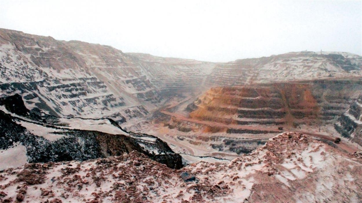 Une mine de fer à ciel ouvert