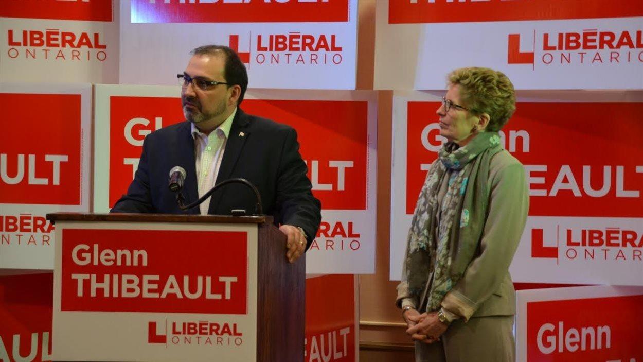 Les deux politiciens forment un duo, lors d'un rassemblement pour le nouveau candidat libéral