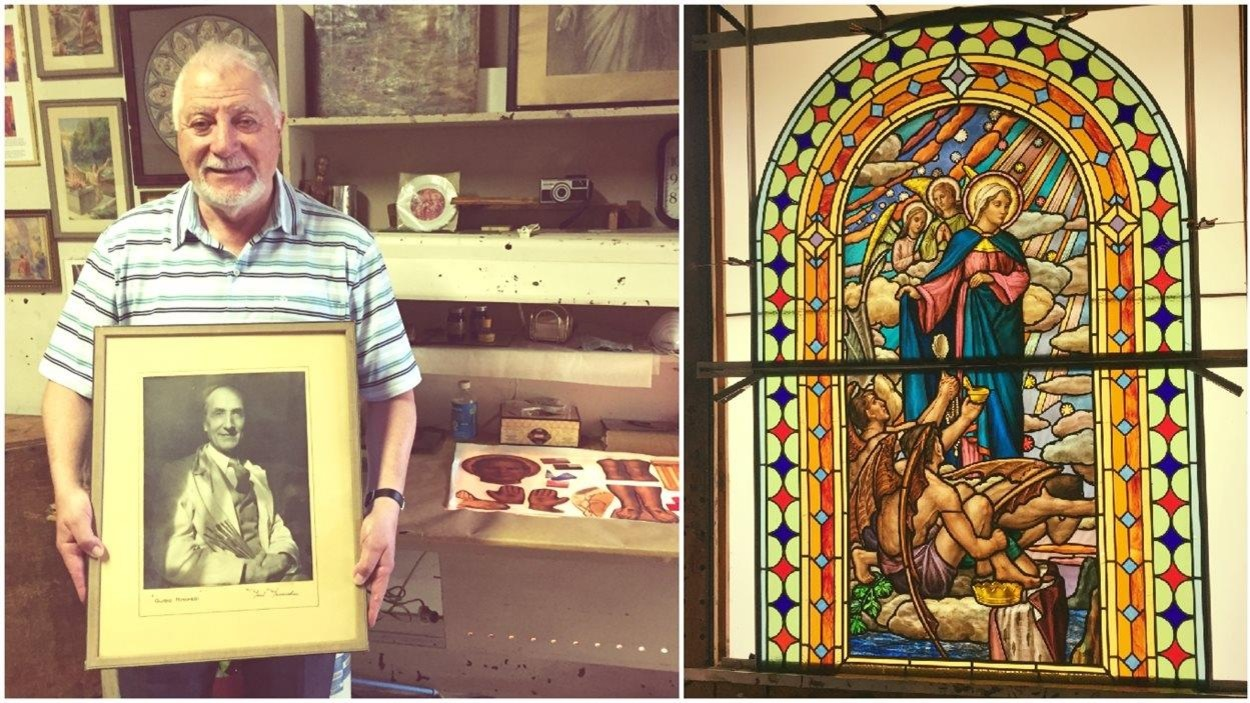Roger Boccini Nincheri montre la photo de son grand-père, Guido Nincheri, célèbre fabricant de vitraux montréalais d'origine italienne