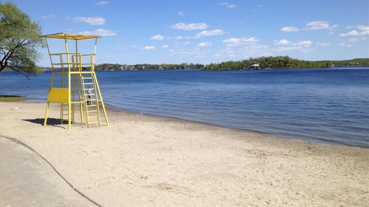 L'une des plages du lac Ramsey à Sudbury