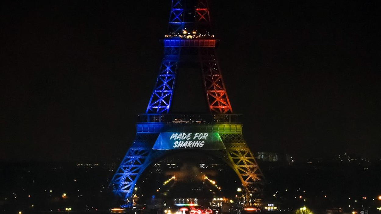 Le dévoilement du slogan du comité Paris 2024 pour les Jeux olympiques, le 3 février 2017, à la tour Eiffel