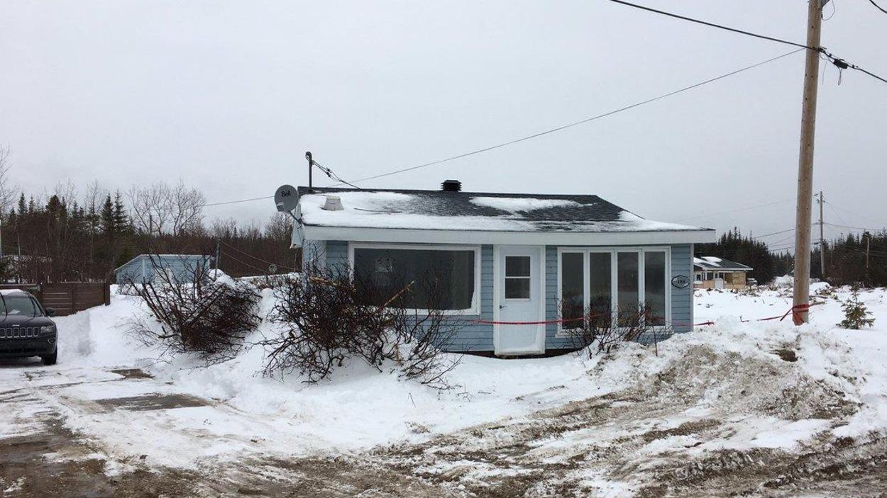 Cette résidence est considérée une perte totale à la suite de la tempête du 30 décembre survenue à Val-Marguerite à l'ouest de Sept-Îles.