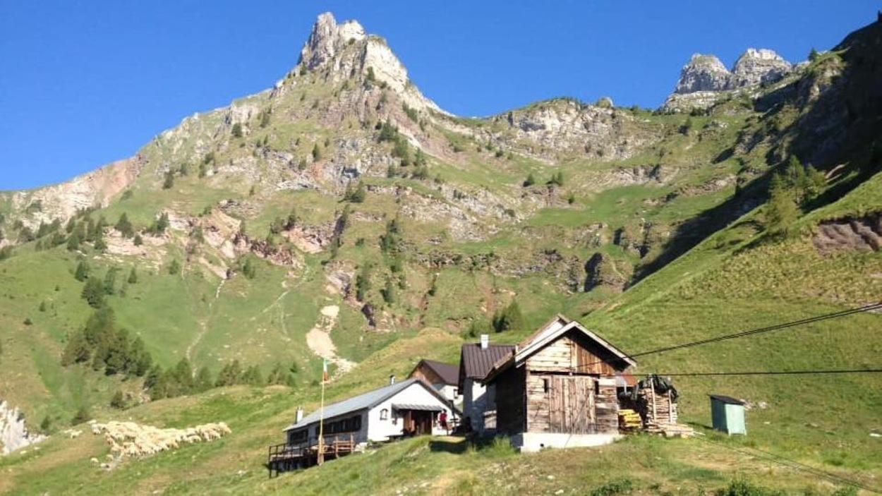 Un refuge dans le massif de montagnes des Dolomites, en Italie