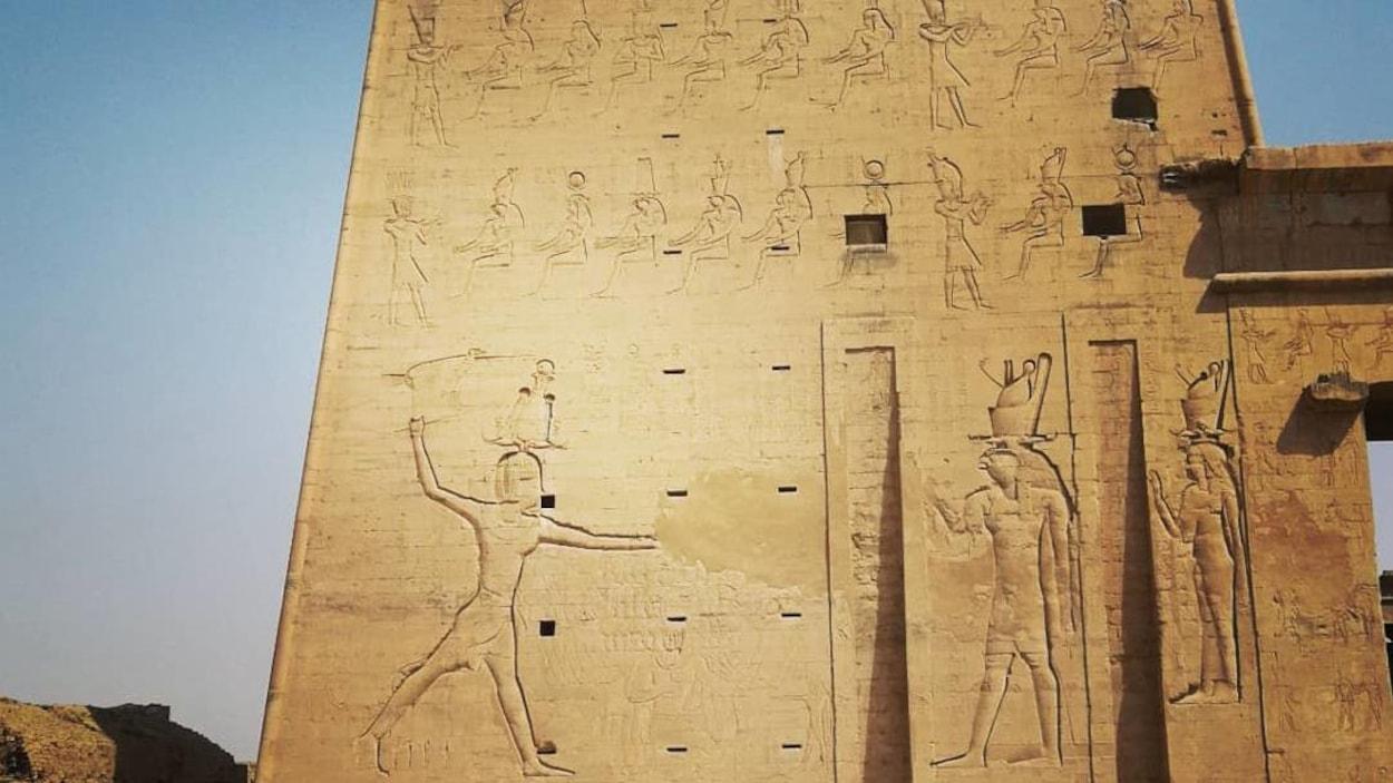 Le temple d'Horus, à Edfou, en Égypte