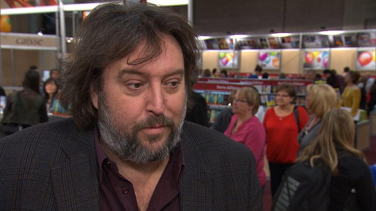 L'auteur Bryan Perro dans un salon du livre