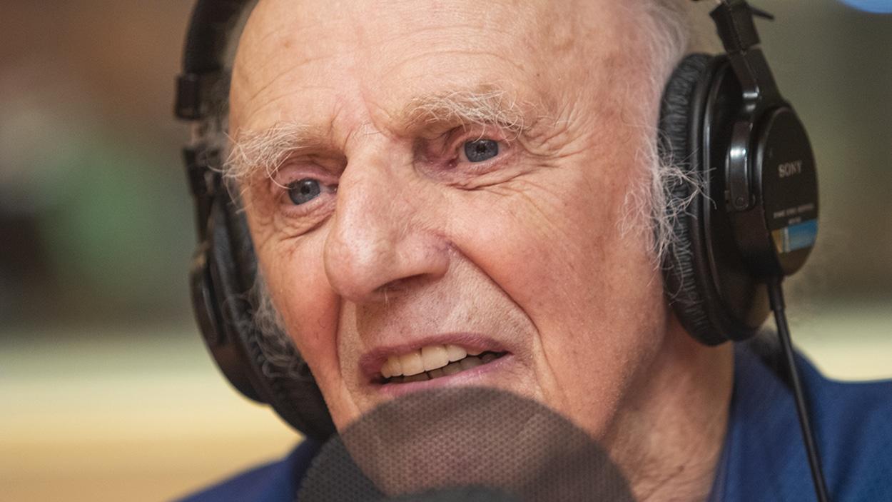 Gilles Vigneault au micro de Stéphan Bureau.