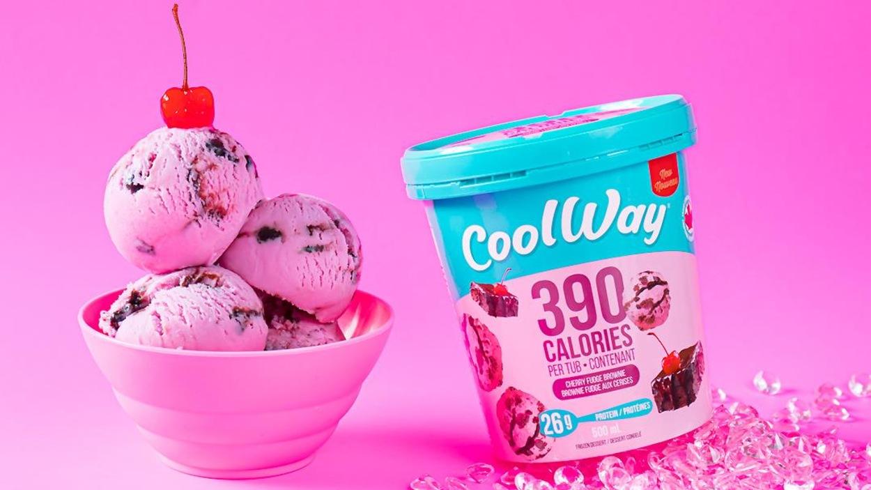Un pot et trois boules de crème glacée Cool Way allégée en calories.