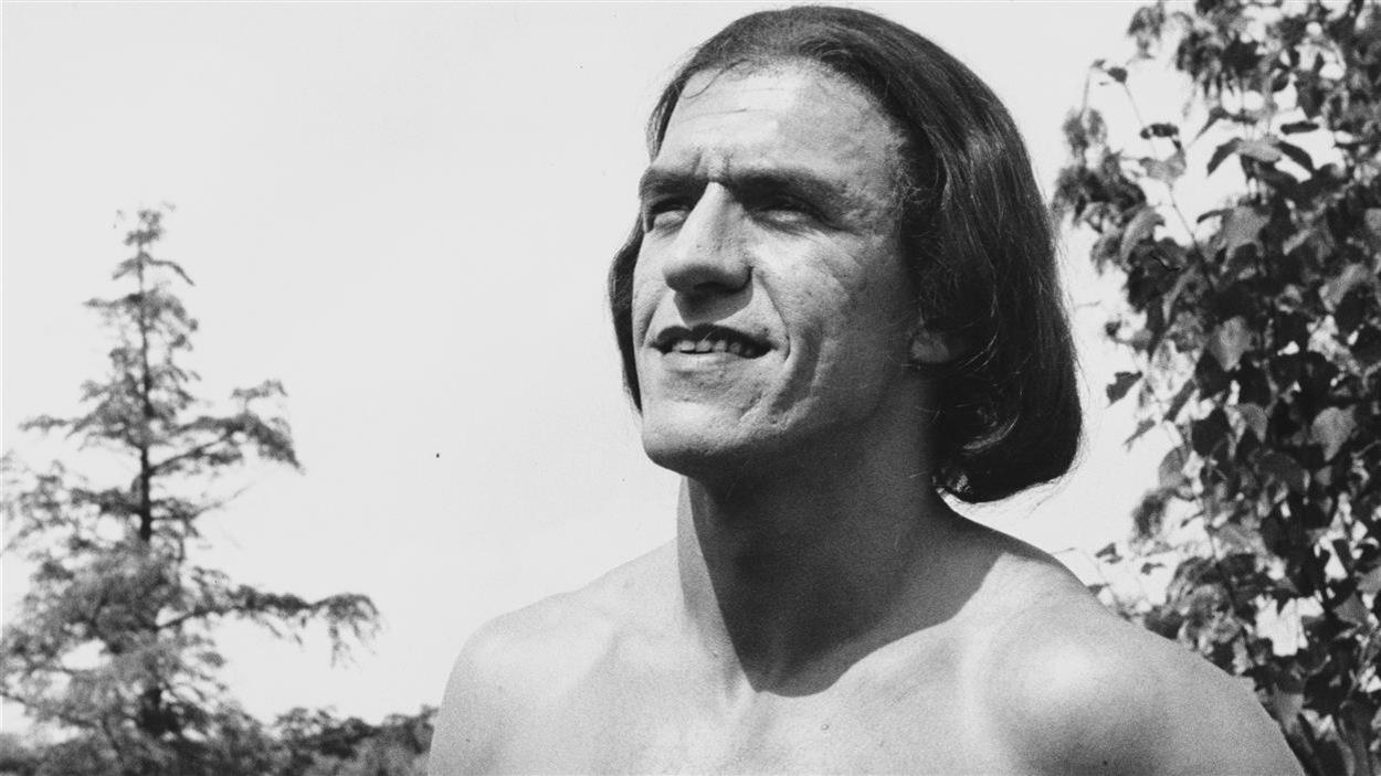 Jacques Godin jouait Pierre-Esprit Radisson dans le téléroman <i>Radisson</i>, en 1957.