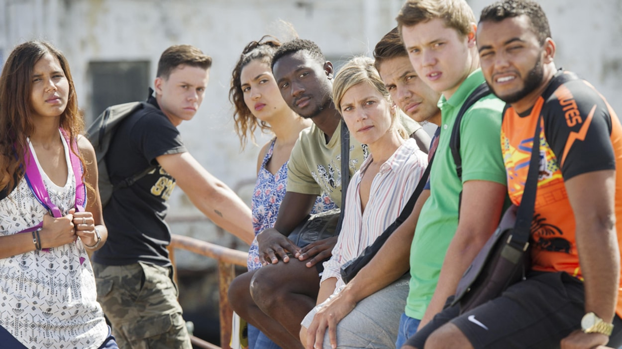 Des jeunes regardent la caméra dans cette image tirée du film <i>L'atelier</i>, de Laurent Cantet.
