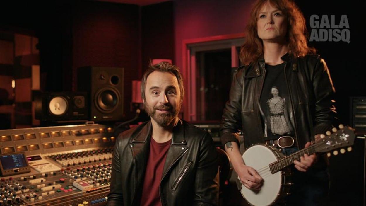 L'humoriste et la chanteuse en studio