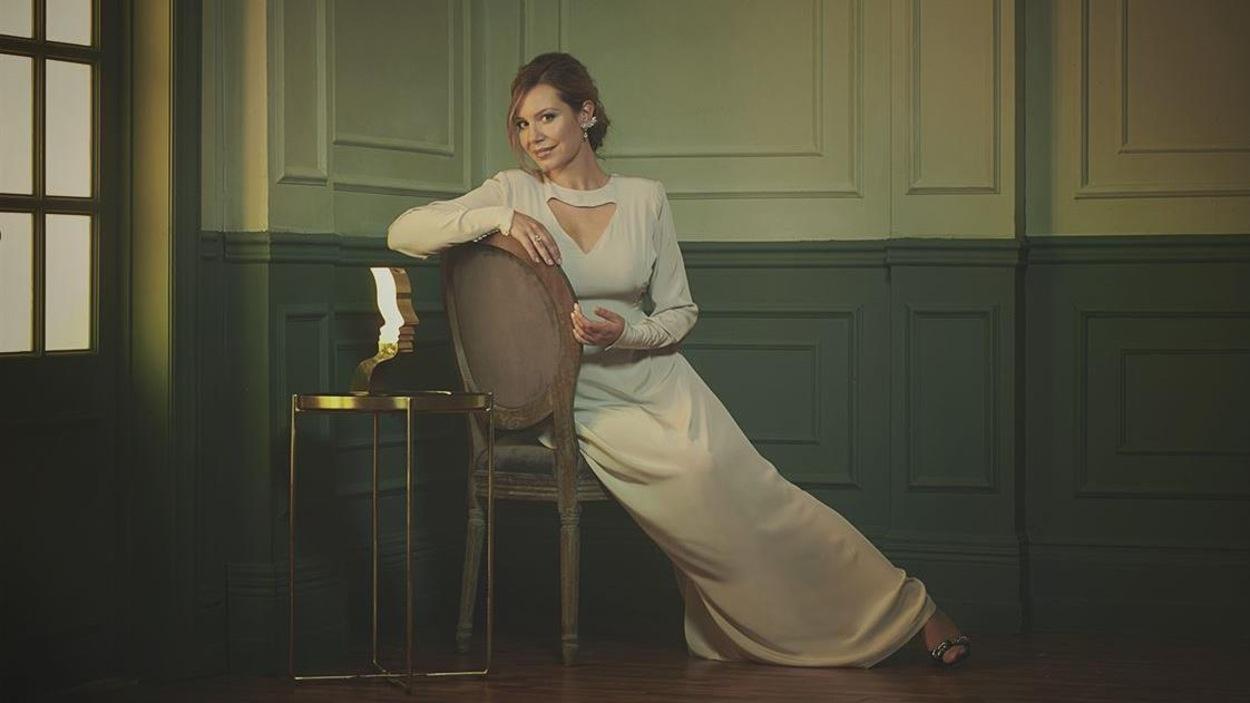 Magalie Lépine-Blondeau en robe de soirée au Gala des Prix Gémeaux.
