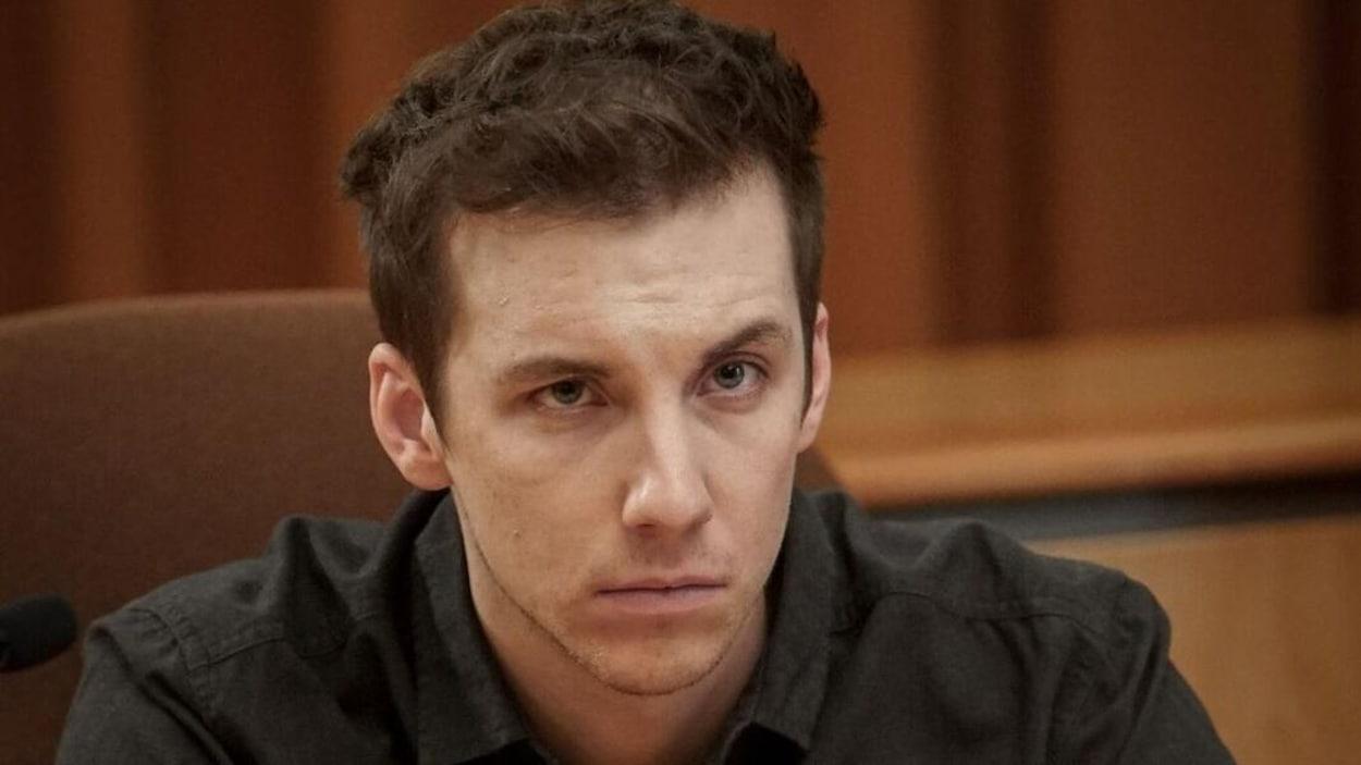 Il est en cour pour subir son procès
