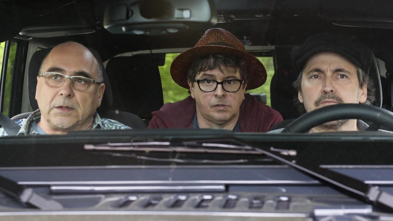 André Ducharme, Yves P. Pelletier et Guy A Lepage sont dans une voiture.