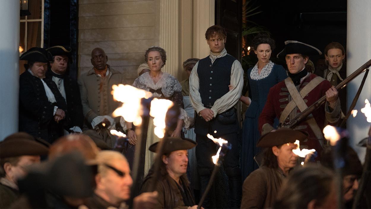 Jamie, Claire et sa tante qui doivent livrer le corps de Rufus.