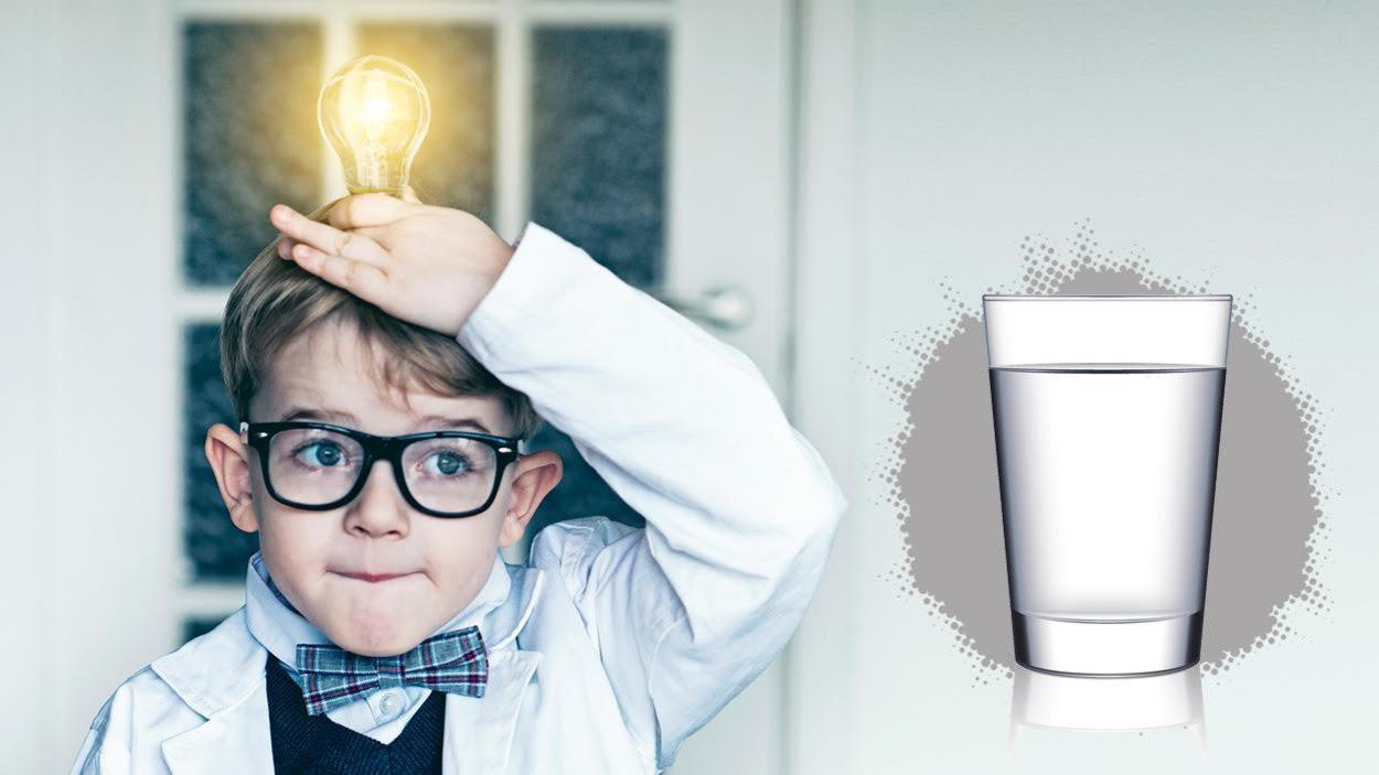 Avec une idée lumineuse et un verre d'eau