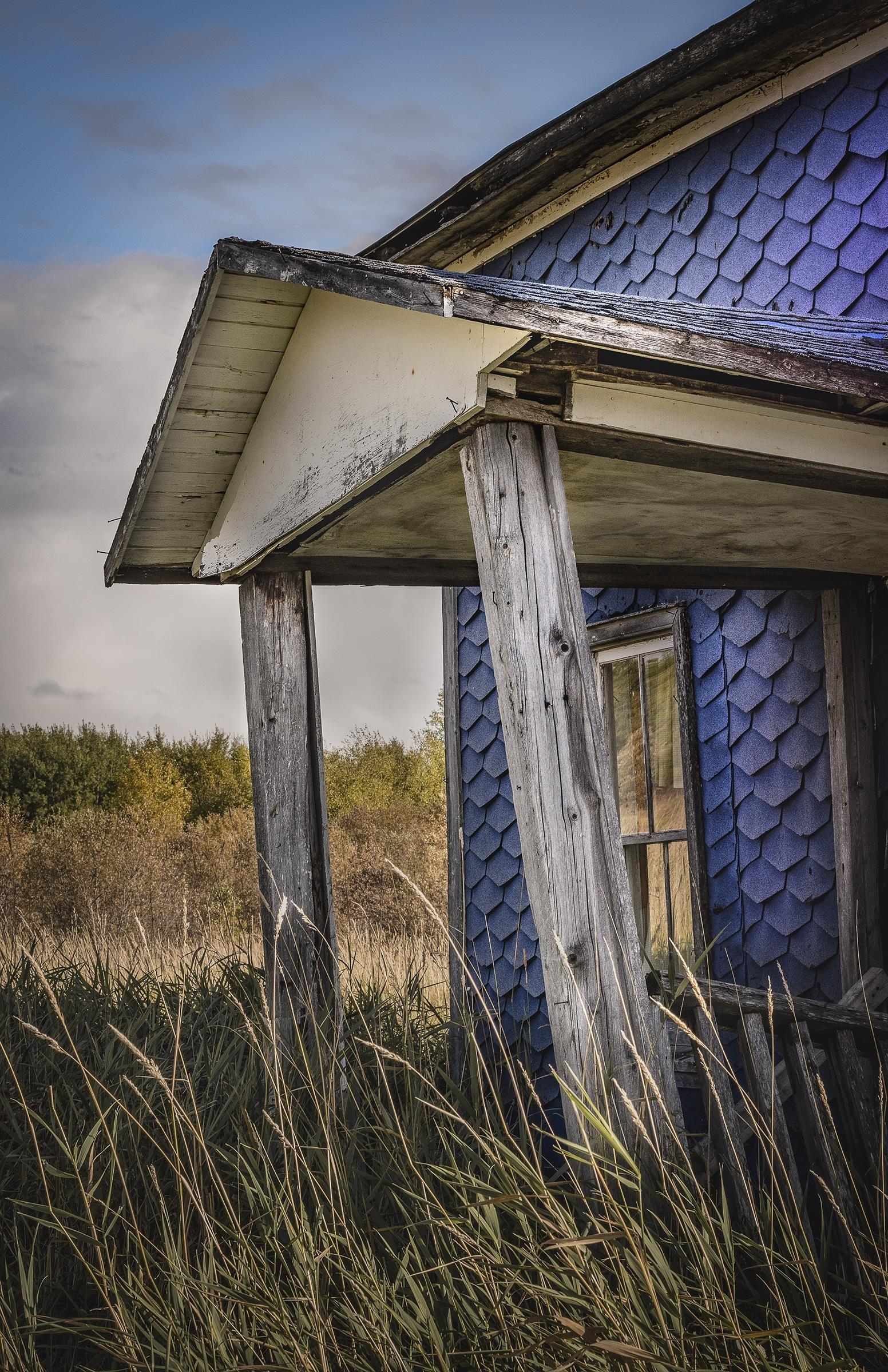 Une vieille maison abandonnée.