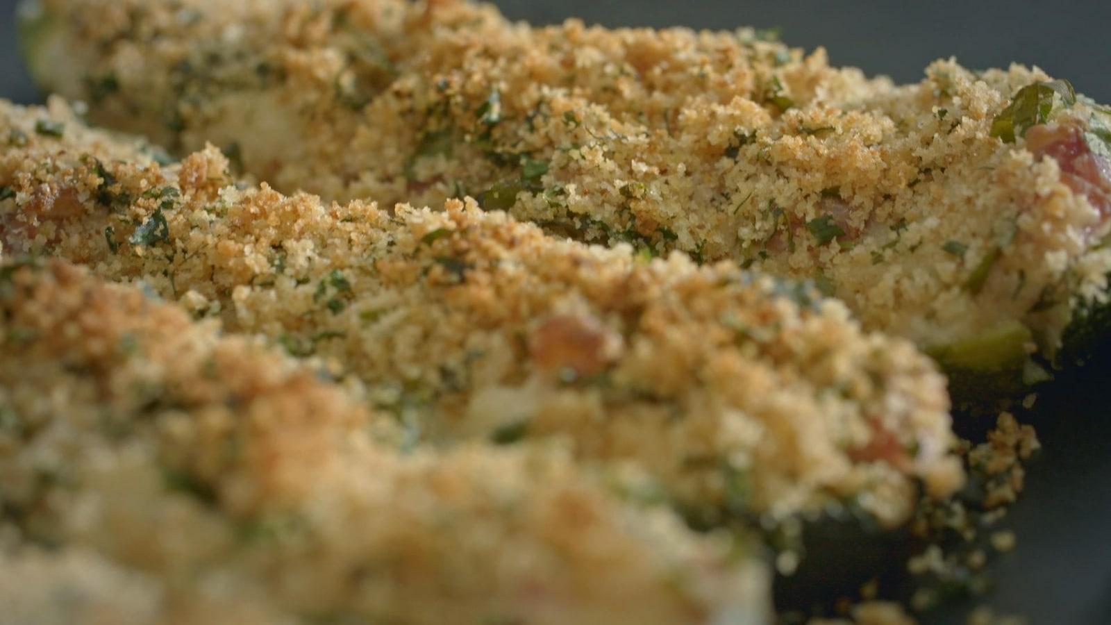 3 courgettes farcies à la sauce Mornay, jambon et chapelure