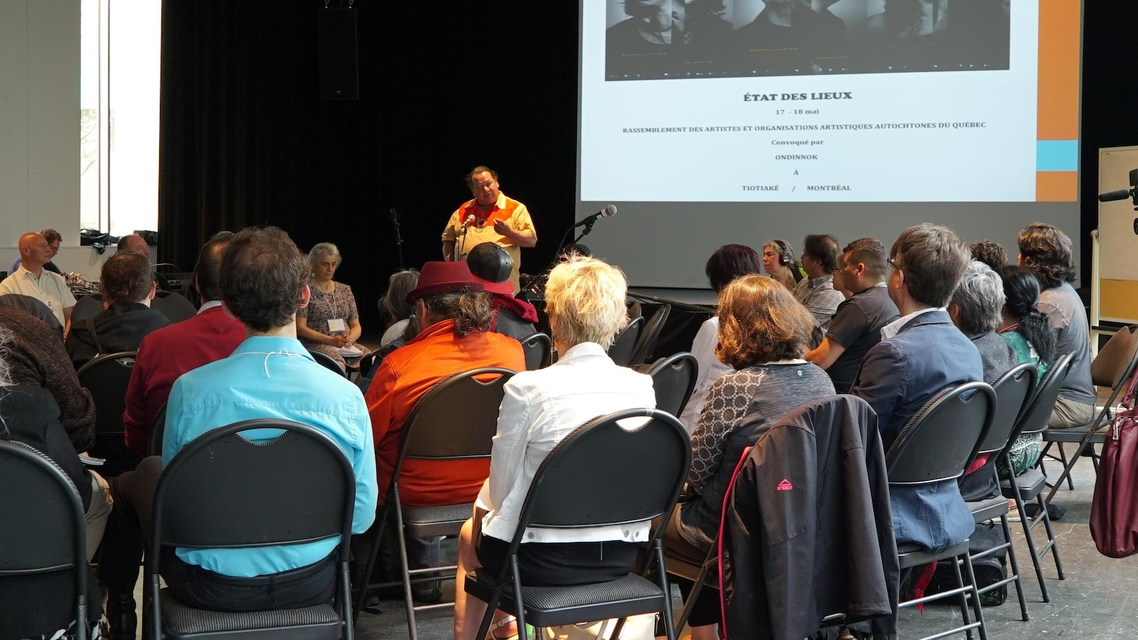 Ouverture du rassemblement des artistes et organisations artistiques autochtones du Québec avec l'aîné Otsi.tsa.ken:RA