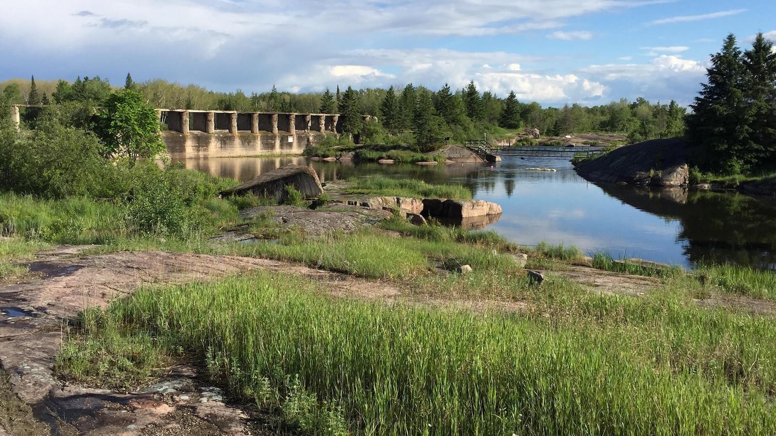 Les ruines du barrage sur le canal Pinawa