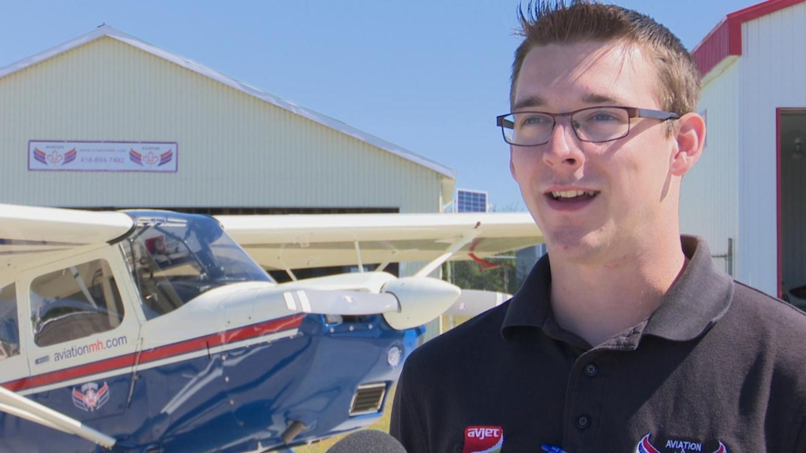 Simon Cormier, entraîneur de vol pour Aviation MH, témoigne des progrès de son élève.