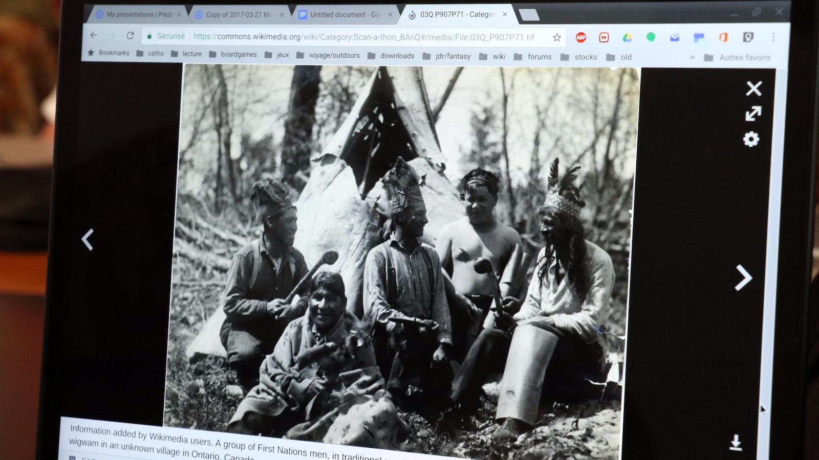 Photographie de membres d'une nation inconnue de l'Ontario présentée sur l'écran d'un ordinateur portable.