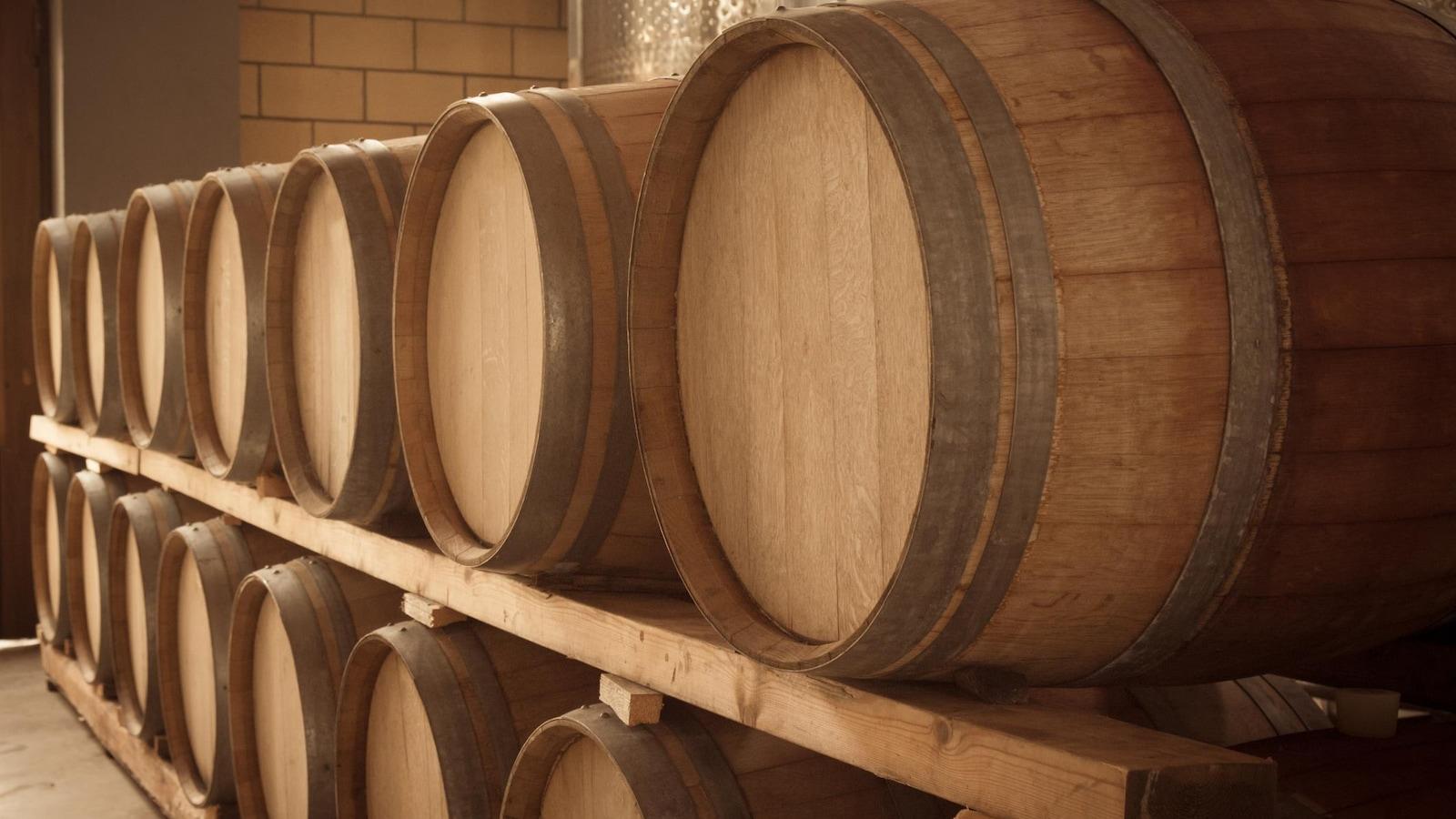 Ces bières sont habituellement vieillies en fûts de chêne. Les micro-organismes s'y trouvant contribuent également au goût du produit fini.