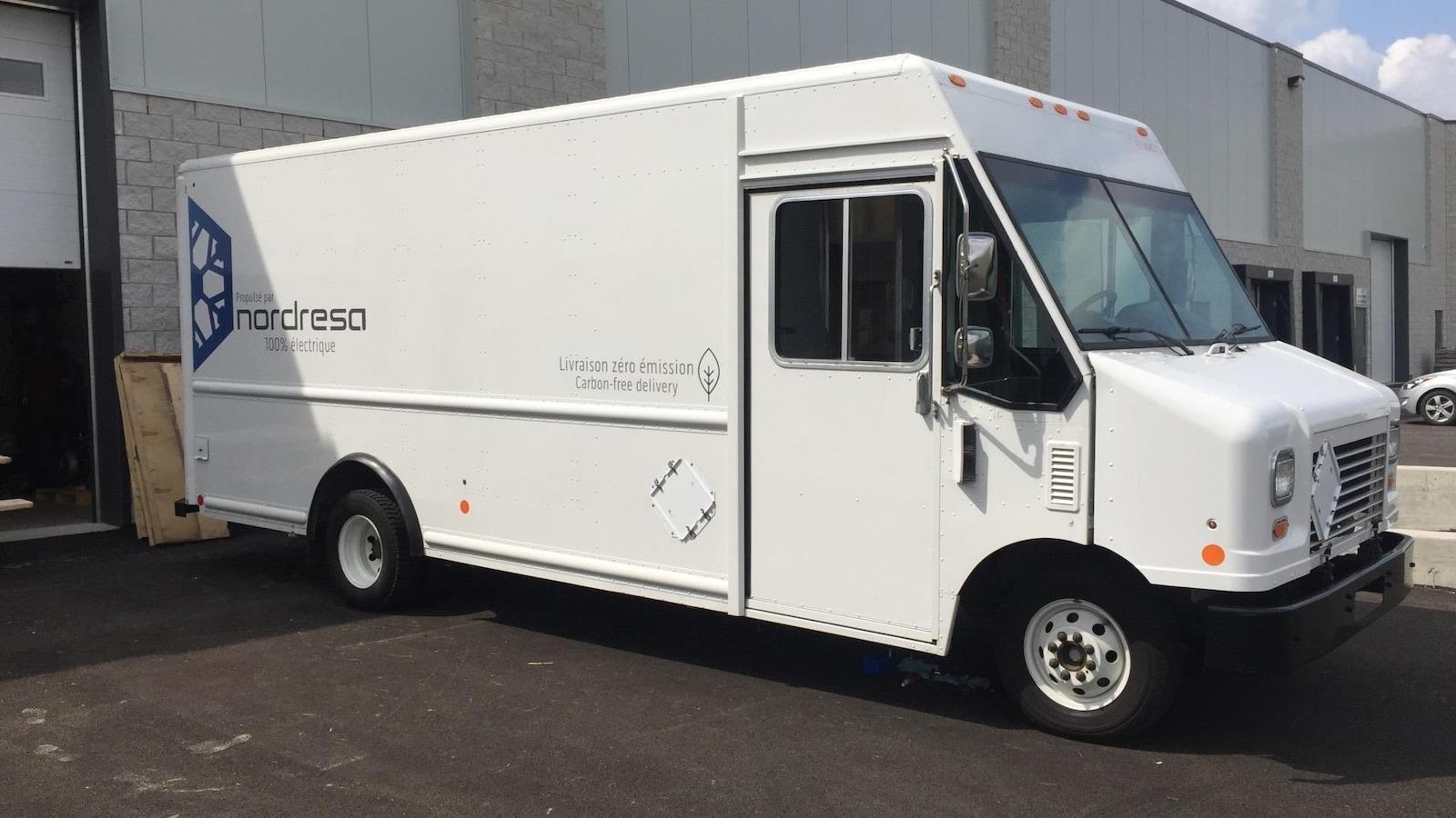 Le premier camion électrique de livraison commerciale fabriqué par la compagnie lavalloise Nordresa.