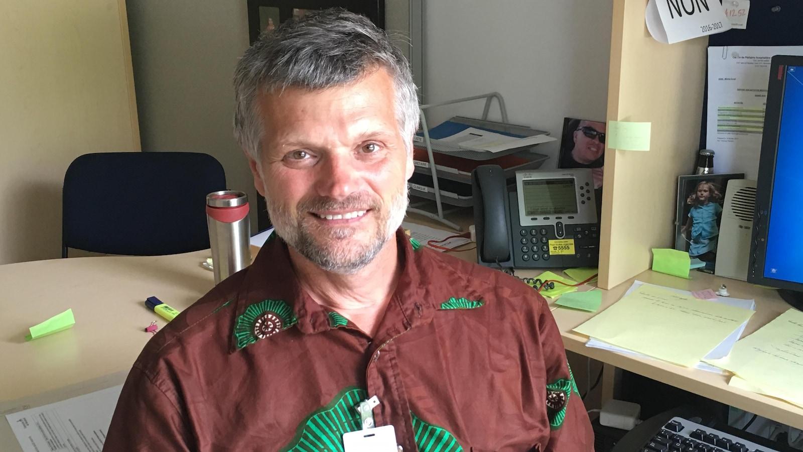 Le Dr Michel Duval, médecin-pédiatre au CHU Sainte-Justine
