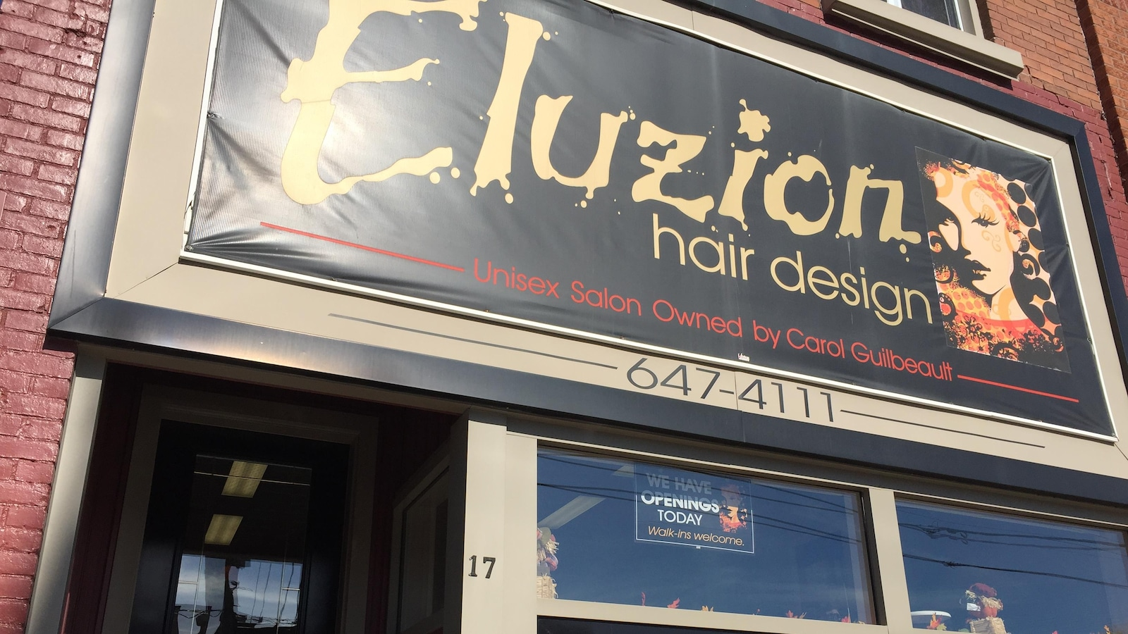 La devanture du salon de coiffure Eluzion hair design.