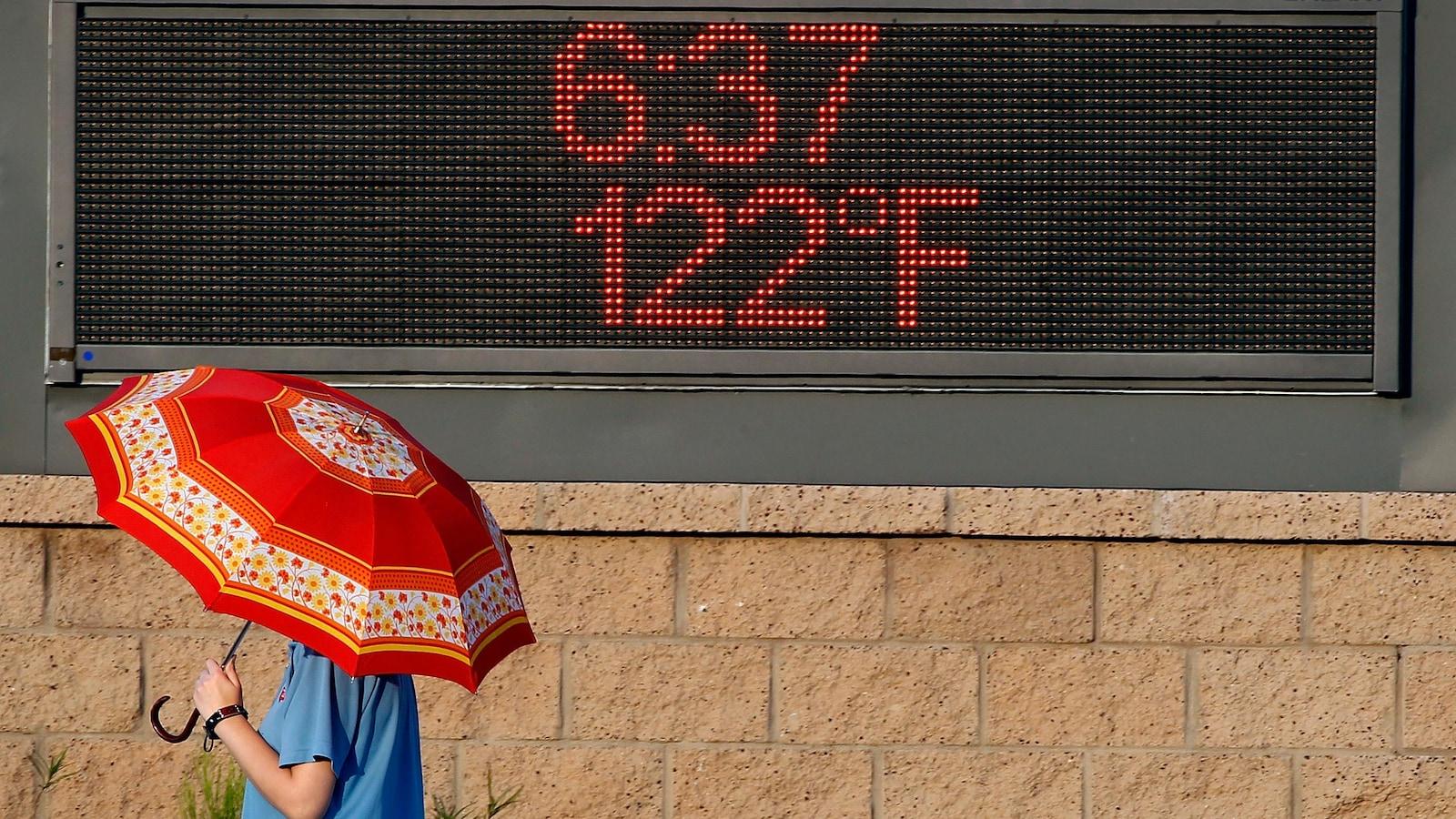 Le mercure a atteint 50 degrés Celsius à Phoenix en Arizona.
