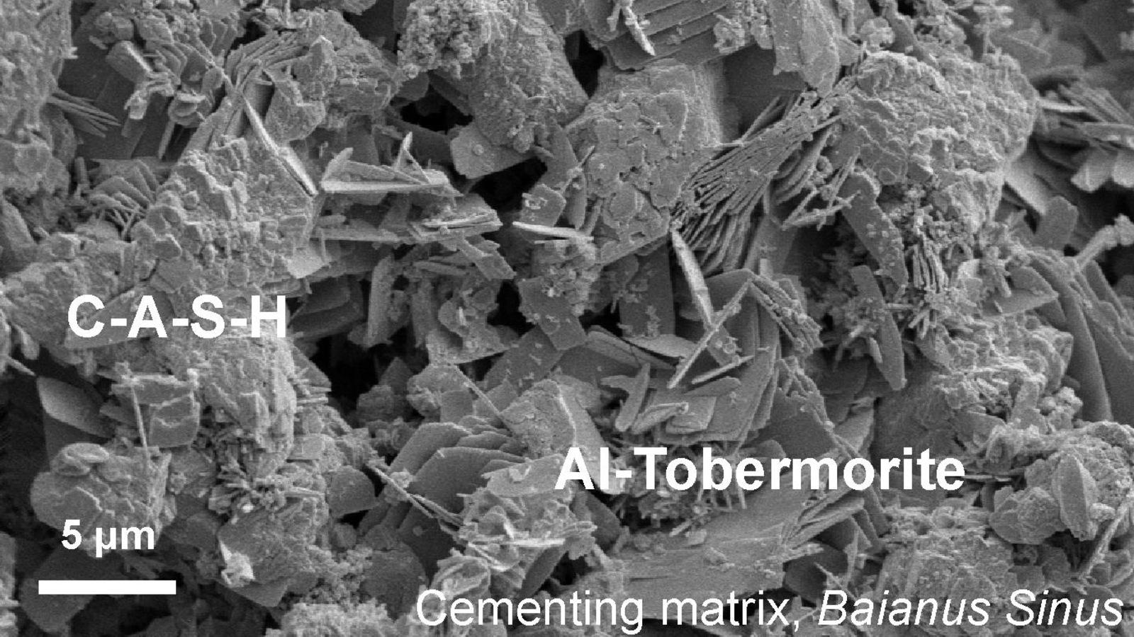 Ciment romain antique photographié au microscope.